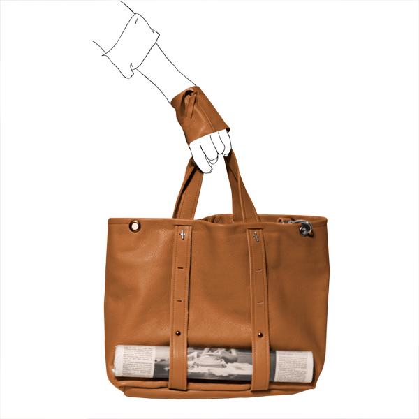 Catherine Loiret, Des sacs en cuir, raffinés, dissimulent des trésors de détails, de flexibilité et de jeux free size bag Catherine Loiret
