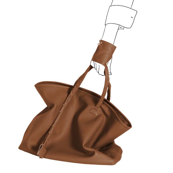 Catherine Loiret, Des sacs en cuir, raffinés, dissimulent des trésors de détails, de flexibilité et de jeux bag simpli-cube leather Catherine Loiret caramel Catherine Loiret