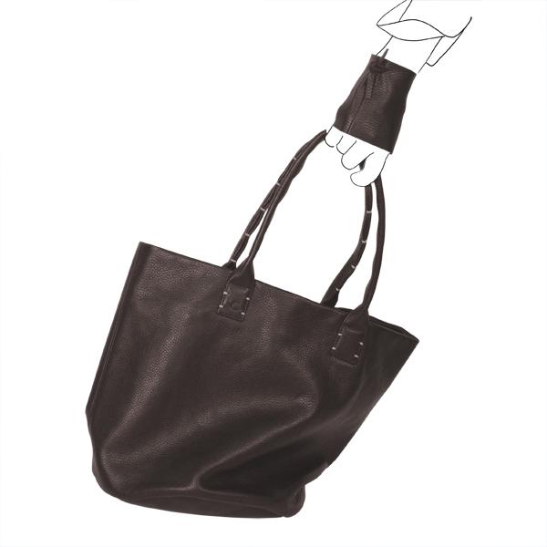 Catherine Loiret, Des sacs en cuir, raffinés, dissimulent des trésors de détails, de flexibilité et de jeux SIMPLISSIME chocolat