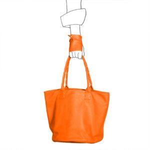 Catherine Loiret, Des sacs en cuir, raffinés, dissimulent des trésors de détails, de flexibilité et de jeux SIMPLISSIME orange