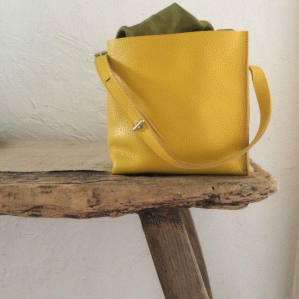 Catherine Loiret, Des sacs en cuir, raffinés, dissimulent des trésors de détails, de flexibilité et de jeux