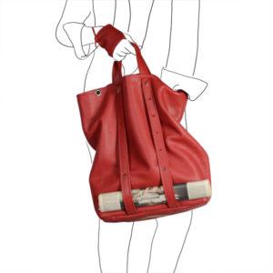 Catherine Loiret, Des sacs en cuir, raffinés, dissimulent des trésors de détails, de flexibilité et de jeux freesize-A3 rouge Catherine Loiret